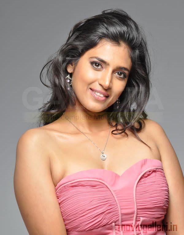 Kasthuri boob show