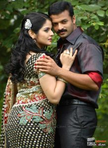 Hot Malayalam actress Roma showing naval saree stills and more Photoshoot images