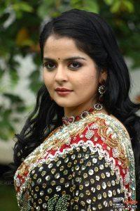 Hot Malayalam actress Roma showing naval saree stills and more unseen pics