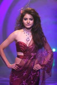 Anushka Sharma Walks the Ramp for Rina Dhaka at HDIL India Couture Week sexy stills