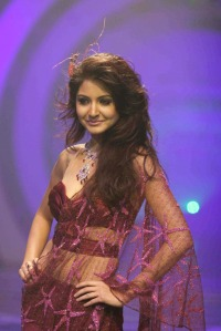 Anushka Sharma Walks the Ramp for Rina Dhaka at HDIL India Couture Week gallery pictures