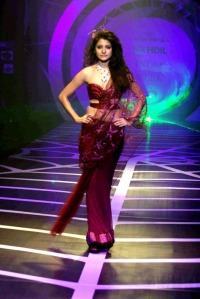 Anushka Sharma Walks the Ramp for Rina Dhaka at HDIL India Couture Week glamour images