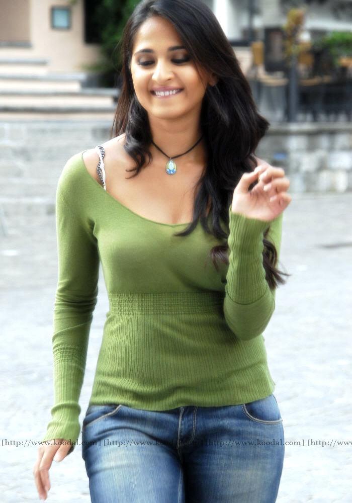 Anushka Shetty  Gpict-6764