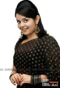 Hot Malayalam actress Roma showing naval saree stills and more cleavage
