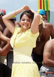 Hot Malayalam actress Roma showing naval saree stills and more sexy stills