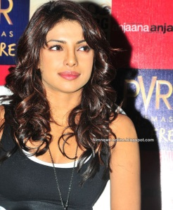 http://filmnews-online.blogspot.com -Anjaana Anjaani