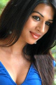 Shraddha Das Latest Hot n Spicy Photos navel show