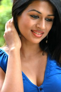 Shraddha Das Latest Hot n Spicy Photos big boobs show