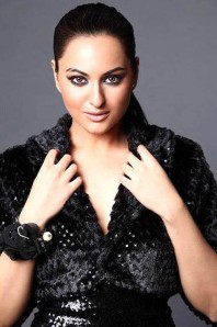 Sonakshi Sinha Dabangg Girl Stills Gallery cleavage