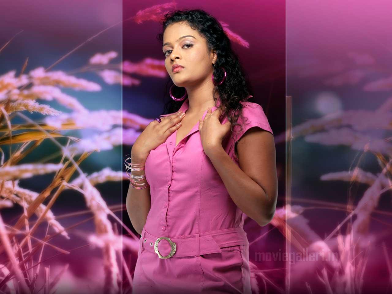 Actress Sonia Deepthi Wallpapers | GPict