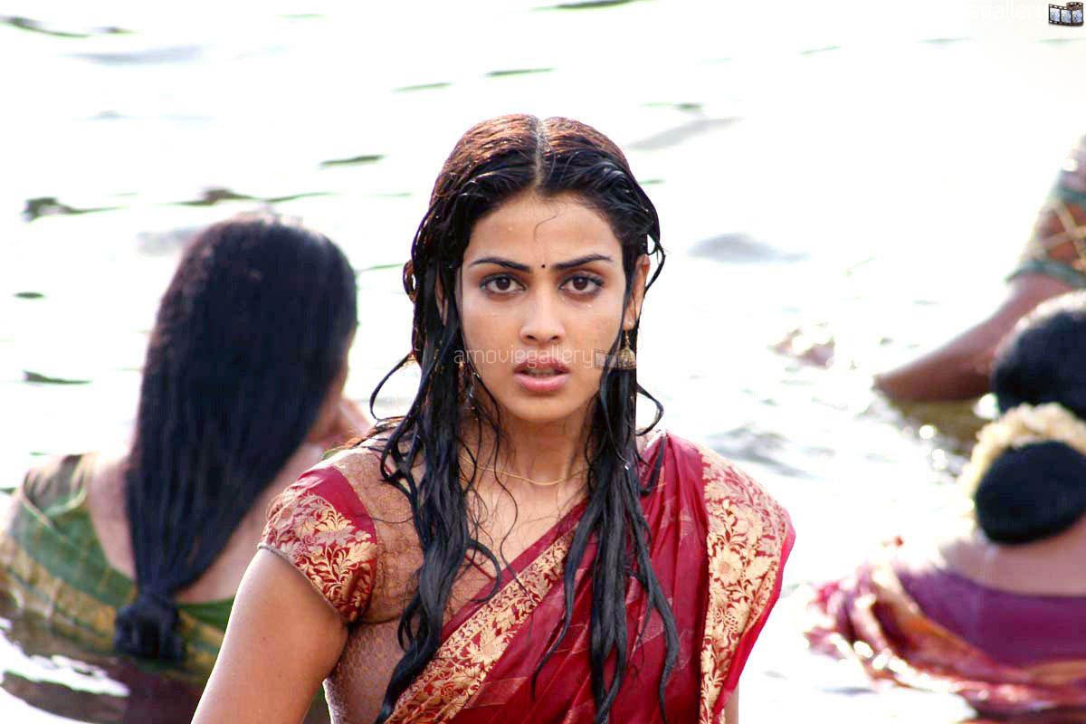 Genelia in Uthamaputhiran Movie Stills | GPict